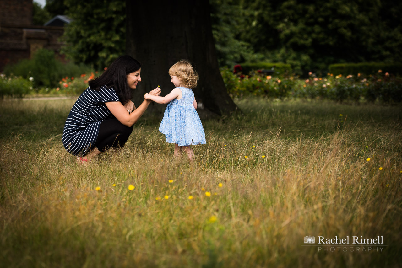 mother and child in Greenwich park photo session